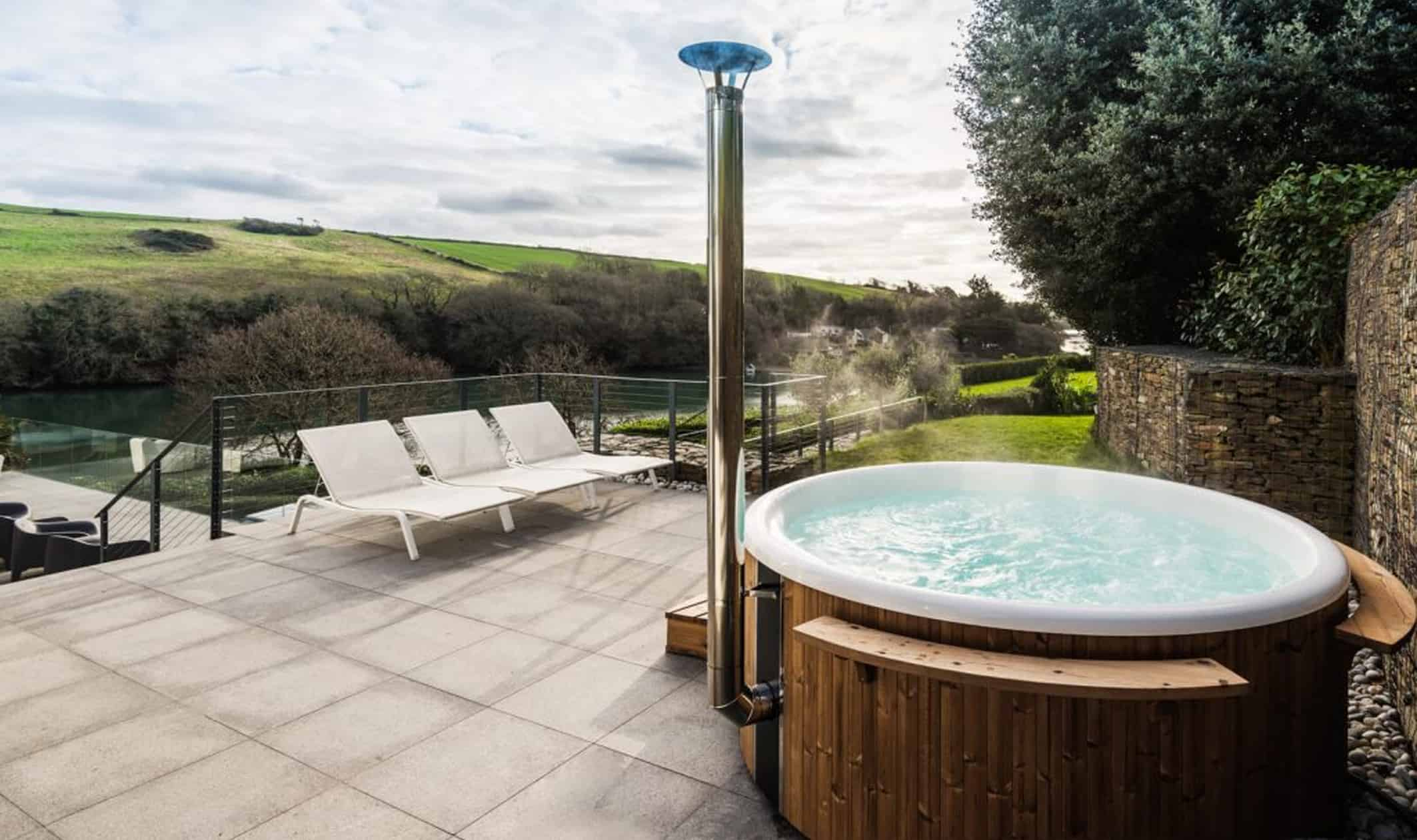 Hot tub guide salcombe holiday homes with a hot tub for Types of hot tubs