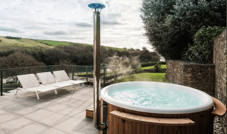 jacuzzi salcombe holiday home